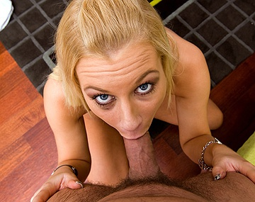 Private HD porn video: Blonde Angelina stript en toont haar sexuele capaciteiten in POV stijl