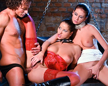 Private  porn video: Angel Dark hat mit Thalia einen bizarren Dreier