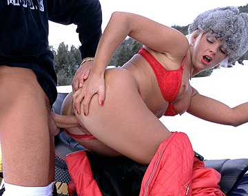 Private  porn video: Christina derrite hasta la nieve de la montaña