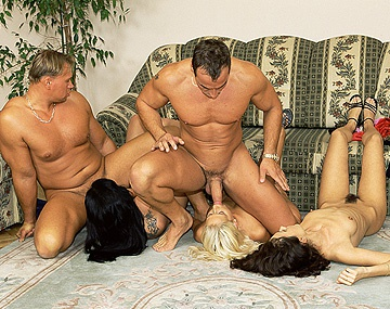 Private  porn video: Asian Shan, Betty, Carla en Sandra Iron stellen zich op in 1 lijn voor interraciale anale penetratie