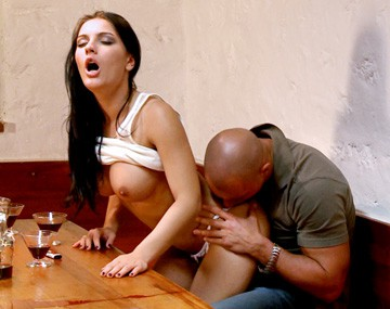 Private HD porn video: Honey Demon, morenaza contundente y rasurada hoy sentirá como por el culo se la meten doblada
